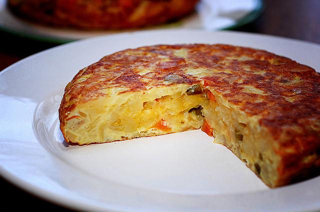 Tortilla aux courgettes, tomates séchées et salicornes